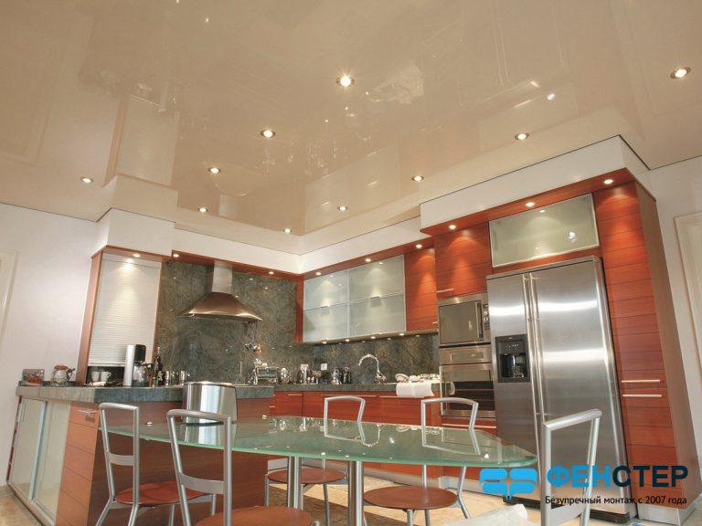Глянцевый потолок на вашей кухне